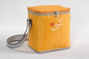 Fashion yellow 420D Polyster Material cooler bag